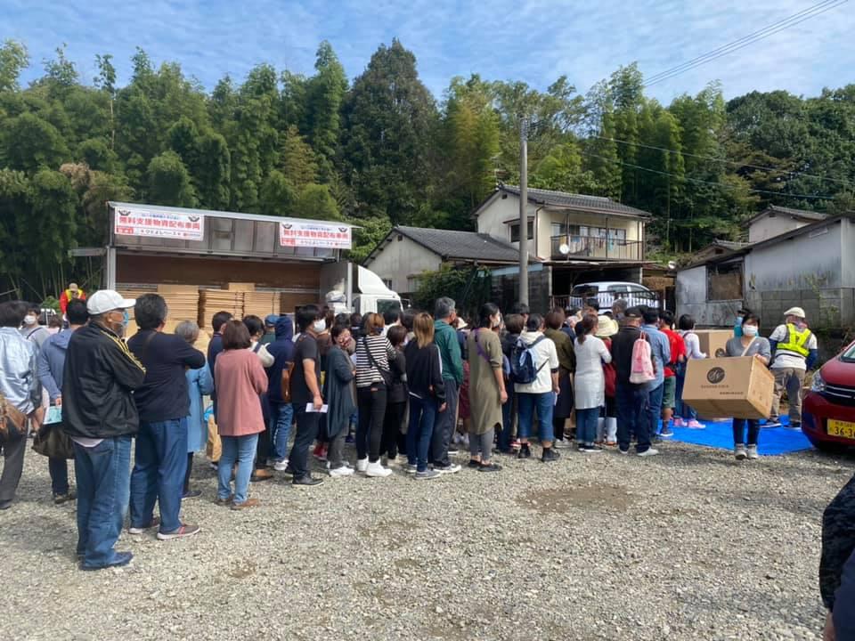 真冬並みの寒さを迎えた熊本・人吉に、約1,500点の布団が届く