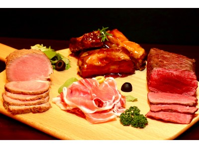 好きな極上肉3種食べ放題でたったの1,290円!ローストビーフ&ポーク&生ハム食べ放題に【極上スペアリブ】が追加!【選べるトリプル肉祭り】が新宿『クロスカーサ』で開催!