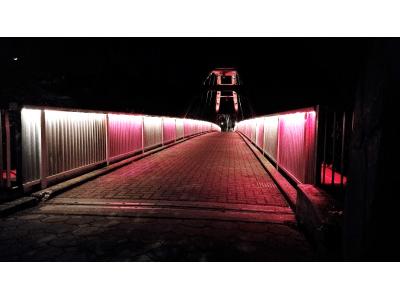 割岩橋が贈る、特別なバレンタイン1年で一週間だけの限定で初のバレンタインカラーにライトアップ