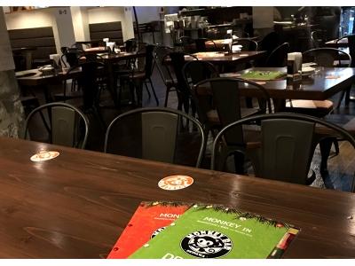 かわいいリスザルたちと一緒に沖縄の夜を楽しもう!日本初のレストランバーが沖縄に登場!