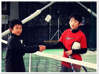 冬休み合同ジュニアテニス大会が ITCいぶきの森インドアテニススクールで無事終了。日頃の練習の成果を試合で発揮!1/4(金)