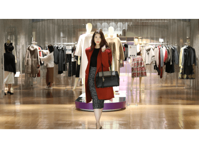 百貨店の販売スタッフが提案する FUMIKODAのバッグ×モードプラスのファッションのコーディネートを毎週配信