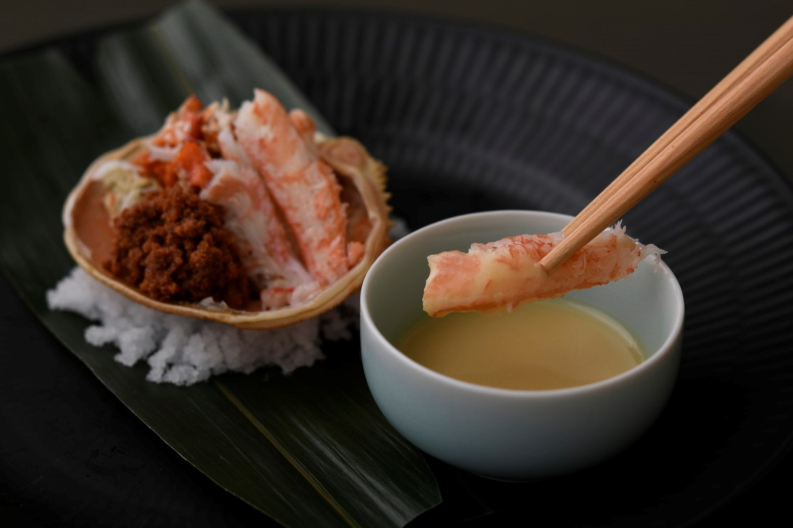 発酵と熟成がテーマの日本料理レストラン GINZA豉KUKI 12月季節のコースは香箱蟹と白粒味噌のマリアージュ
