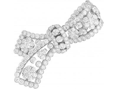 氷と霜に包まれたダイヤモンド
