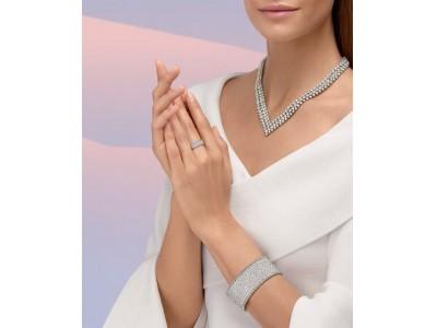 ヴァン クリーフ&アーペル 「ダイヤモンド ブリーズ」と題して、ダイヤモンドのクリエーションにフォーカスし、ホリデーシーズンを祝福します。