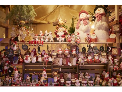 世界一のイルミネーションに包まれたサンタだらけの『光のクリスマスマーケット』開催中!