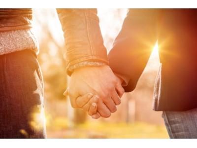 """恋をしたくなる季節、ポイントは指先?!9割以上の男性が女性のネイルを褒めた経験あり手をつなぎたくなるモテネイルは""""シンプル・上品"""""""