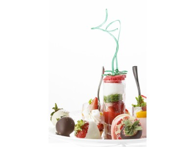 アートのようなデザートが並ぶいちごのアフタヌーンティーを販売
