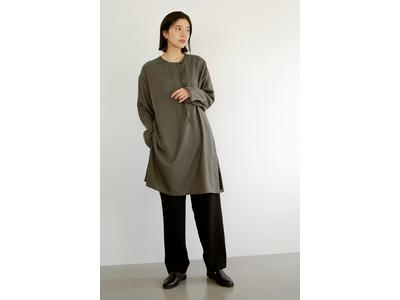 大人の女性の日常着『Pao de lo(パオデロ)』が提案する、長く着回せる大人服。「ブラウス&ニット」のお手本コーデ。