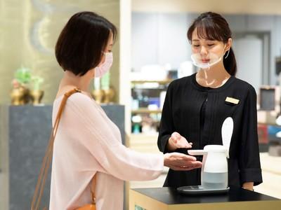 最も手指を消毒するのは「お店や施設に入る前」で約5割