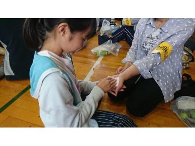 3月11日、防災イベントで親子でハンドマッサージの講習実施