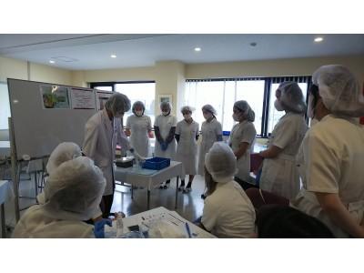 ハリウッド株式会社/多摩研究所工場にて「美容クリーム開発」を体験。ハリウッド美容専門学校学生がこだわりの「モノづくり」を学ぶ!