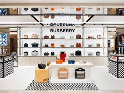 バーバリー 阪急うめだ本店 アクセサリーストアがブランドを象徴する新デザインでオープン