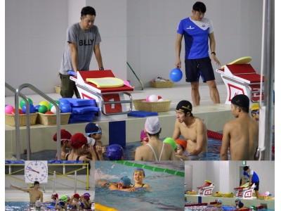 北島康介氏がサプライズ登場!元トップスイマーが直接指導する「EPARKスポーツキャラバン『キタジマアクアティクス水泳教室』」に90名の小学生が参加!