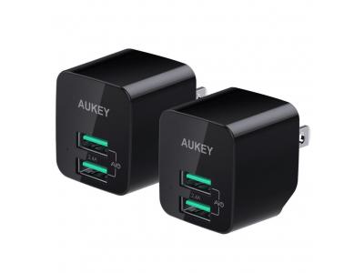 【旅行は身軽に】2ポート搭載で超コンパクトな急速充電器「AUKEY PA-U32」(ブラック&2個セット)が25%オフ、小さいは正義!