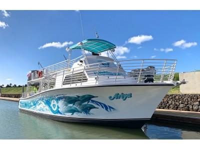 ハワイで野生のイルカと泳ぐツアーの老舗ドルフィン&ユー カスタムメイドの最新型ツアーボートを導入!