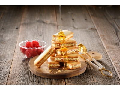 メープルバター香るざくざく食感のサンドビスケットが新登場!『神戸クリームフラッフィ』がエキュート東京に期間限定出店!