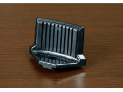 日本ソセー工業、小型真空脱泡撹拌機用パーツの製造にプロトラブズの射出成形による二色成形サービスと小ロット生産を採用