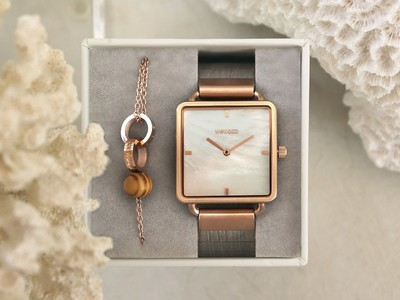 木製時計ブランド「WEWOOD」より、天然素材の真珠母貝(マザーオブパール)を使ったフェイスが美しいアイテムが新登場