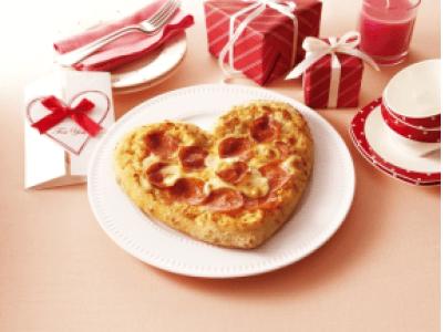 """実はバレンタインに甘くないものを欲しい男性がなんと過半数であることが発覚!ハート型のピザで""""甘くない""""バレンタインを演出!「愛のハートピザ」2月8日(金)提供開始"""