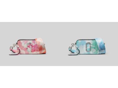 マーク ジェイコブスのアイコンバッグ「ザ スナップショット」から、色鮮やかなタイダイ柄の「THE SNAPSHOT TIE DYE」が登場。バリエーション豊富なウォレットは全4型で展開。