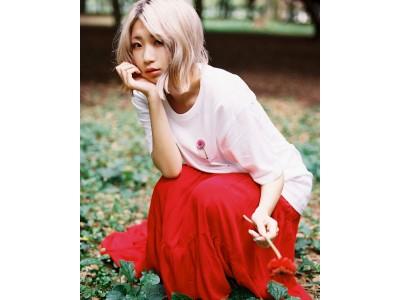 10月生まれのあなたへ、胸にしまう誕生花。10月誕生花Tシャツが期間限定発売!モデルは10月生まれのペリ・ウブを起用!