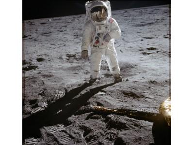 ハッセルブラッドは歴史的な瞬間を記録したカメラとして月面着陸50周年を迎えます