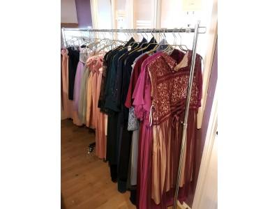 大きいサイズのレンタルドレスは高い?大きいサイズ(2L-3L/13-15号)のパーティードレスも一律込込3,480円で6泊7日レンタル可能に!