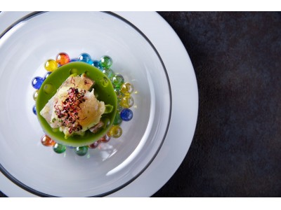 コンラッド東京、モダンフレンチ「コラージュ」にて、気鋭のシェフ、料理へのあくなき追求とこだわりが織りなす秋メニューと、ヴェネツィア最高峰のガラスブランドVENINIとのコラボレーションメニューが登場!