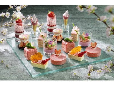 コンラッド東京、桜といちごをちりばめた春うららかなアフタヌーンティー