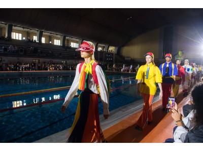 ベネトンがカステルバジャックのアートディレクションによるプールサイドファッションショーでミラノファッションウィークのオープニングを飾る