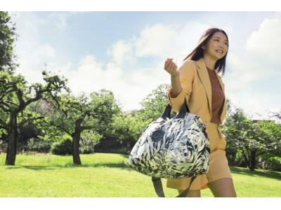 キプリングはアーバンパームプリントのサマーコレクションを発表