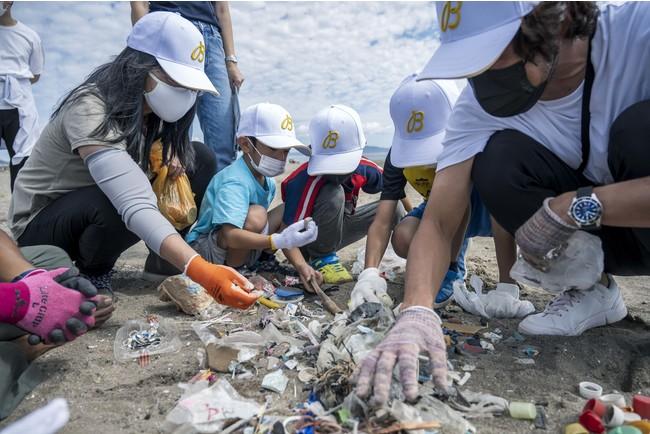 ブライトリング 国内3度目となるビーチクリーンアップを実施。海洋保全活動をサポートし、サステイナブル・ミッションを遂行します。