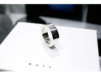 「MUZE/ミューズ」から【LOGO RING】【LOGO EARRINGS】が発売。