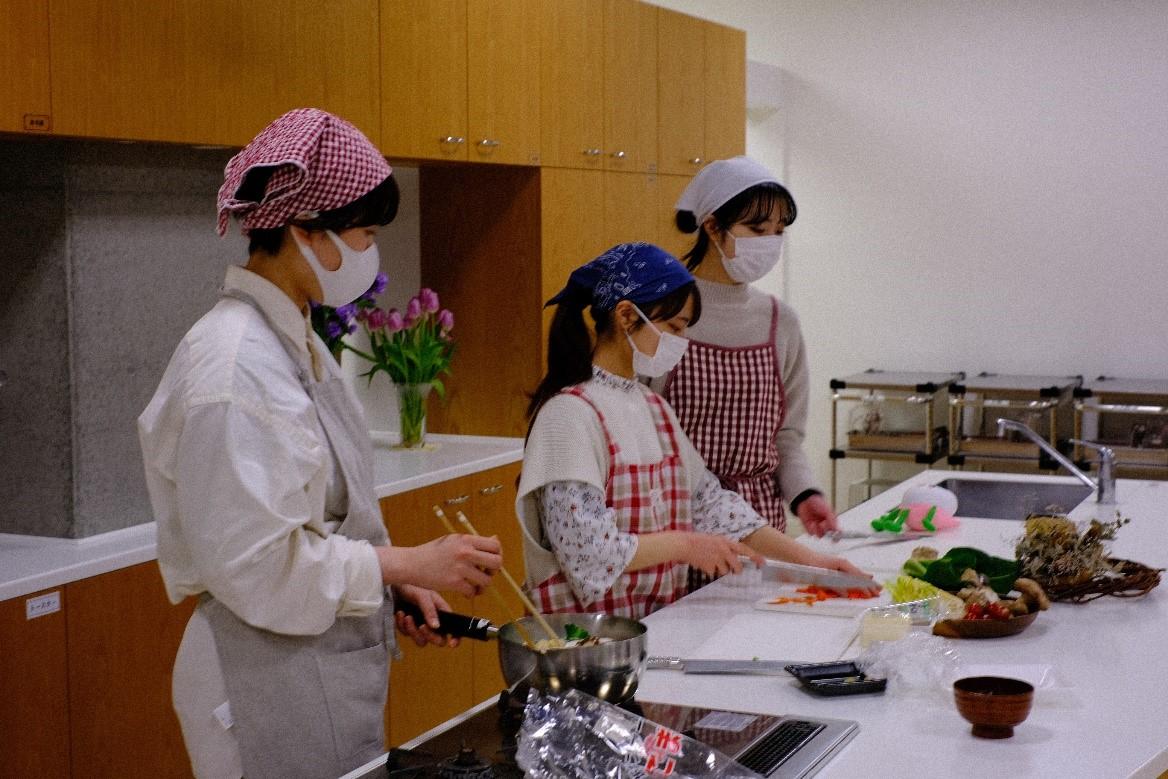 【新潟医療福祉大学】料理が得意でない一人暮らし大学生必見!本学学生らが、『簡単に作れる』レシピ集を考案しました!