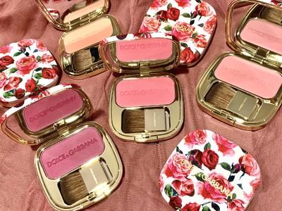 「ドルチェ&ガッバーナ ビューティ 」キャンペーン限定の下地キットが登場! ドルチェスキンに合わせたい頬にバラの花びらを纏うチーク。