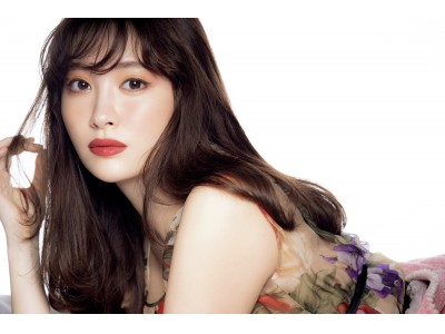 「ドルチェ&ガッバーナ ビューティ」小嶋陽菜さんも愛用の定番パレットをつかったアイメイクで視線を惹きつける印象的なまなざしに
