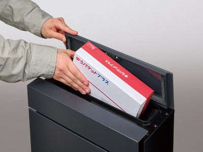 厚さ7 cmの大型郵便物を投函できる小包ポスト「Pakemo(パケモ)」を発売