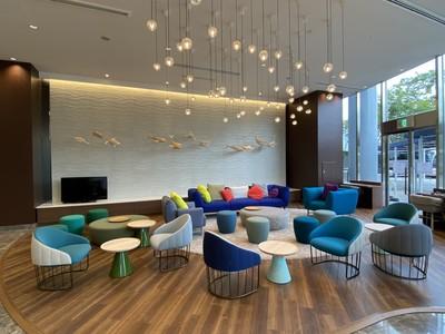 【クインテッサホテル大阪ベイ】ロビーフロアの改装が完了、色鮮やかに、お客様がより楽しめる共有スペースへ