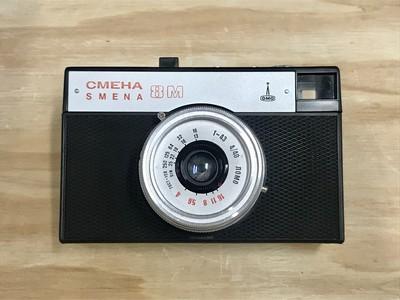 ソ連が生んだ希少な「LOMO SMENA 8M」、大人が遊べるトイカメラをお届けします