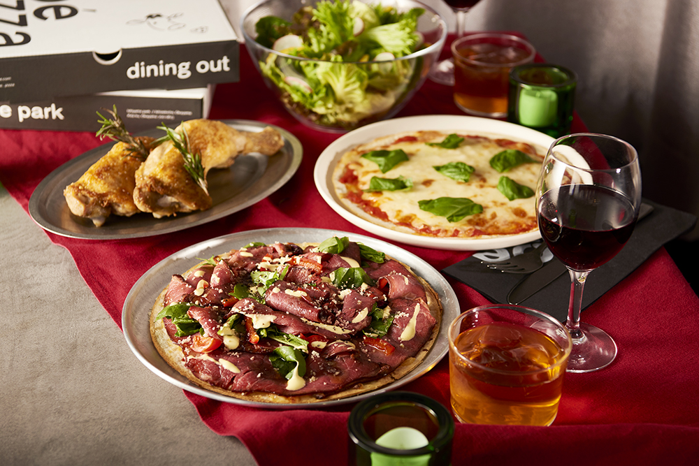 石山公園のkoe pizzaがクリスマスは自宅で味わえる!!ローストビーフがこぼれ落ちそうなピッツァが登場
