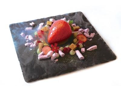 銀座三越のデセールカフェ「ボンボヌール」のバレンタイン! 華やかな苺のデザートや期間限定のフォンダンショコラが登場します