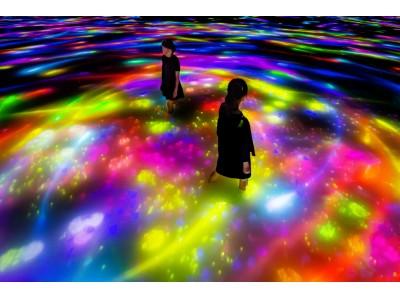 超巨大な作品空間に身体ごと没入する、水に入るミュージアム「チームラボ プラネッツ」「人と共に踊る鯉によって描かれる水面のドローイング - Infinity」が春の季節にあわせ変化。