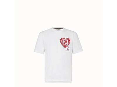 フェンディ、カール・ラガーフェルドへ捧げる限定Tシャツを発売!