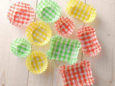 お弁当用カップで環境負荷低減。日々使うものだから環境に配慮した商品を使ってもらえるように。FSC(R)認証紙採用のおべんとカップeチェック柄シリーズを発売!