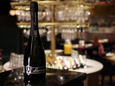 【1本2万円相当】ランボルギーニのスパークリングワインが【ESOLA新宿】のワインビュッフェに-20本限定-で登場!2/2(土)・2/3(日)・2/9(土)・2/10(日)の4日間