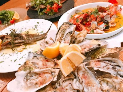【ESOLA新宿】 「生牡蠣とワイン」の王道マリアージュ 五島列島直送の魚介を使った「五島列島フェア」を期間限定開催! ワインビュッフェのワインで無限のペアリングを
