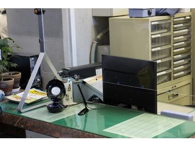 入間市役所窓口 対話支援スピーカー「コミューン」、本格運用開始