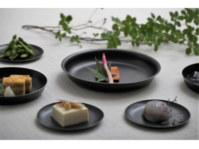 <陶器のようで陶器じゃない>落としても割れない料理が映える黒い金属食器。ステンレスに黒染めを施した環境に優しいテーブルウエア、発売決定!