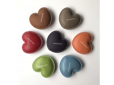 ハートの革製ピンクッション「LOVE SEWING」を発売。カスタマイズオーダーも受付中。